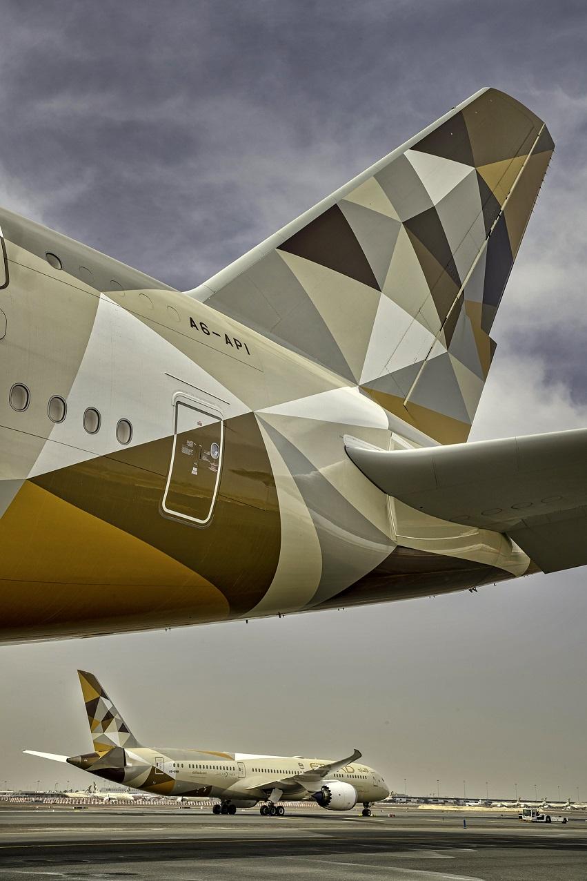 Etihad Airways operates 500 cargo and passenger flights, and evacuates 600 citizens
