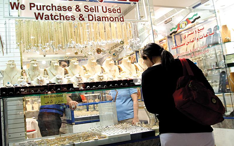 تجار: ارتفاعات طفيفة في أسعار الذهب وبطء في الطلب على مبيعات المشغولات