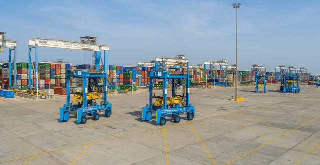 ميناء خليفة يستقبل أكبر سفن الحاويات في العالم