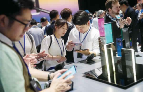 تغريم «سامسونج» 533 مليون دولار لتقليد تصميم هاتف «آيفون»