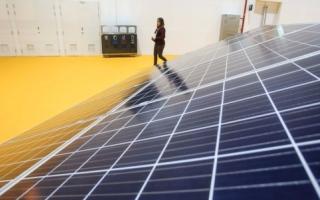 مسؤولون: تراجع كلفة ألواح إنتاج الطاقة الشمسية يحفز على استخدامها بمشروعات للضيافة والعقارات