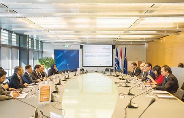 المنصوري يبحث التعاون الاقتصادي والتجاري مع نائب رئيس وزراء لوكسمبورغ