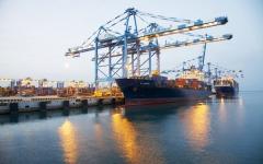 أبوظبي تتلقى عروض توسعة ميناء خليفة