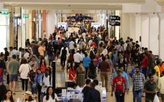 إقبال كثيف من العائلات على مراكز تسوق دبي