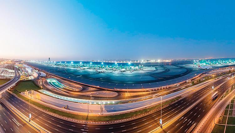 الإمارات تسخر مطاراتها وجهة سياحية جاذبة للمسافرين
