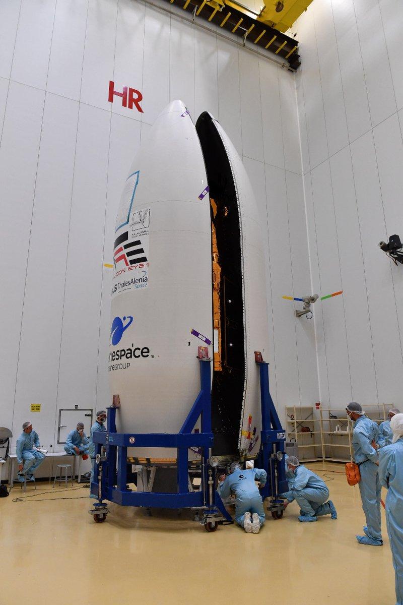 استعداد الإمارات لإطلاق القمر الصناعي