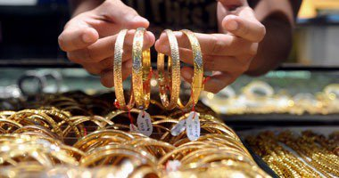 الذهب العالمى يتماسك قرب 1200 دولار ويتجه لتحقيق ثانى مكاسبه الأسبوعية