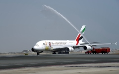 «طيران الإمارات» تشغل العملاقة إلى مسقط