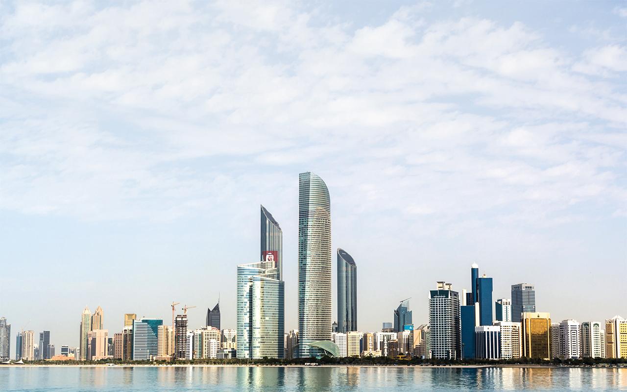 لجنة الشؤون الاقتصادية في أبوظبي تزيد التنسيق بين الجهات المختصة برؤية استشرافية
