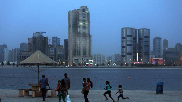 الإمارات أسرع دول العالم نمواً بالسكان