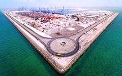 مرافئ أبوظبي تحتفل بمناولة 10 ملايين حاوية نمطية في ميناء خليفة