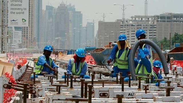 الإمارات تؤكد على تطبيق قرار حظر العمل وقت الظهيرة