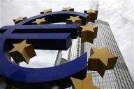 اليورو قرب أدنى مستوى في 9 سنوات