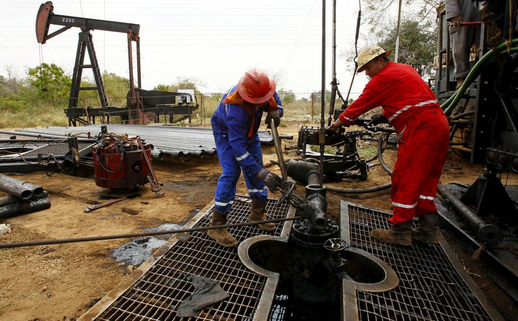 النفط يحقق مكاسب أسبوعية مع آمال تثبيت الانتاج