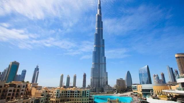 الإمارات تجري مباحثات لإنشاء ممرات سفر آمنة لدعم السياحة