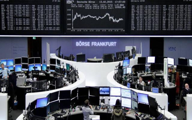 أوروبا تتباين مع ترقب نتائج مفاوضات اليونان مع دائنيها