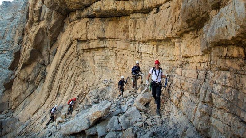 «هايكينغ» الإمارات سياحة اكتشاف الطبيعة