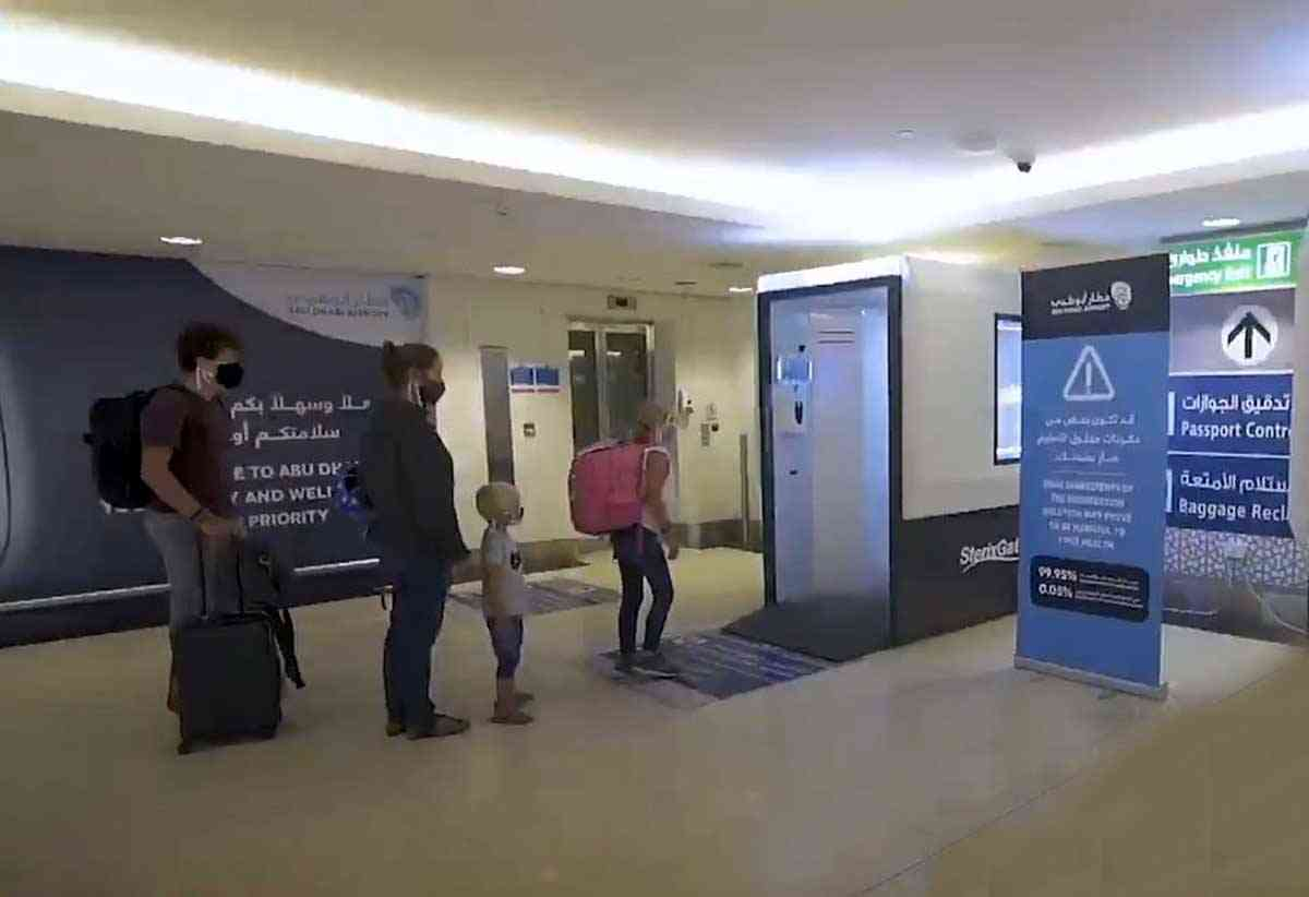مطار أبوظبي يطلق ممراً سريعاً لتسهيل رحلات مسافري الترانزيت